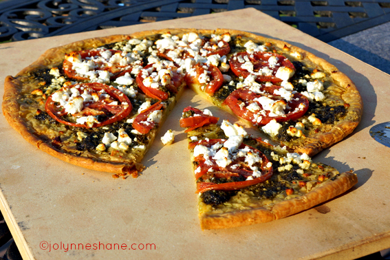 pesto and goat cheese pizza