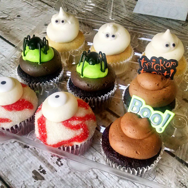Spooktacular cupcakes!!! As if we aren't going to get enough sugar this weekend....