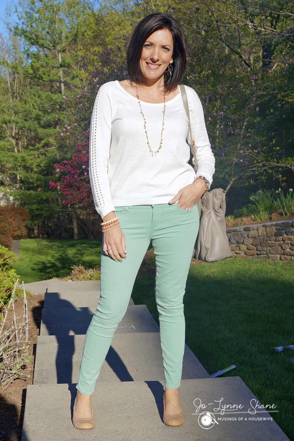 how-to-style-pastel-jeans