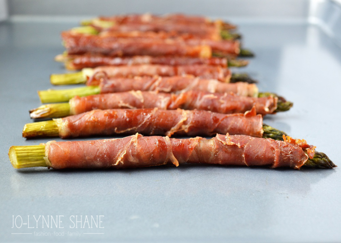 Bacon Wrapped Asparagus Appetizer: These delicious prosciutto wrapped spears will be a hit at any party and make an easy pick-up appetizer!