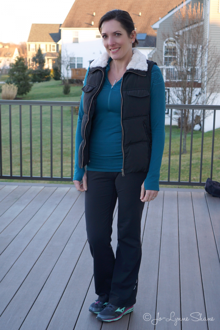 cute-active-winter-outfit-for-moms