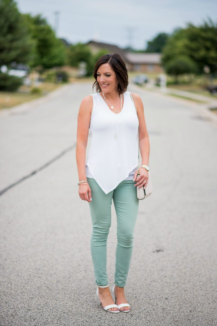Summer Outfit Inspiration: What to Wear with Mint Jeans... click through for lots of cute ideas for tops to wear with your pastels!