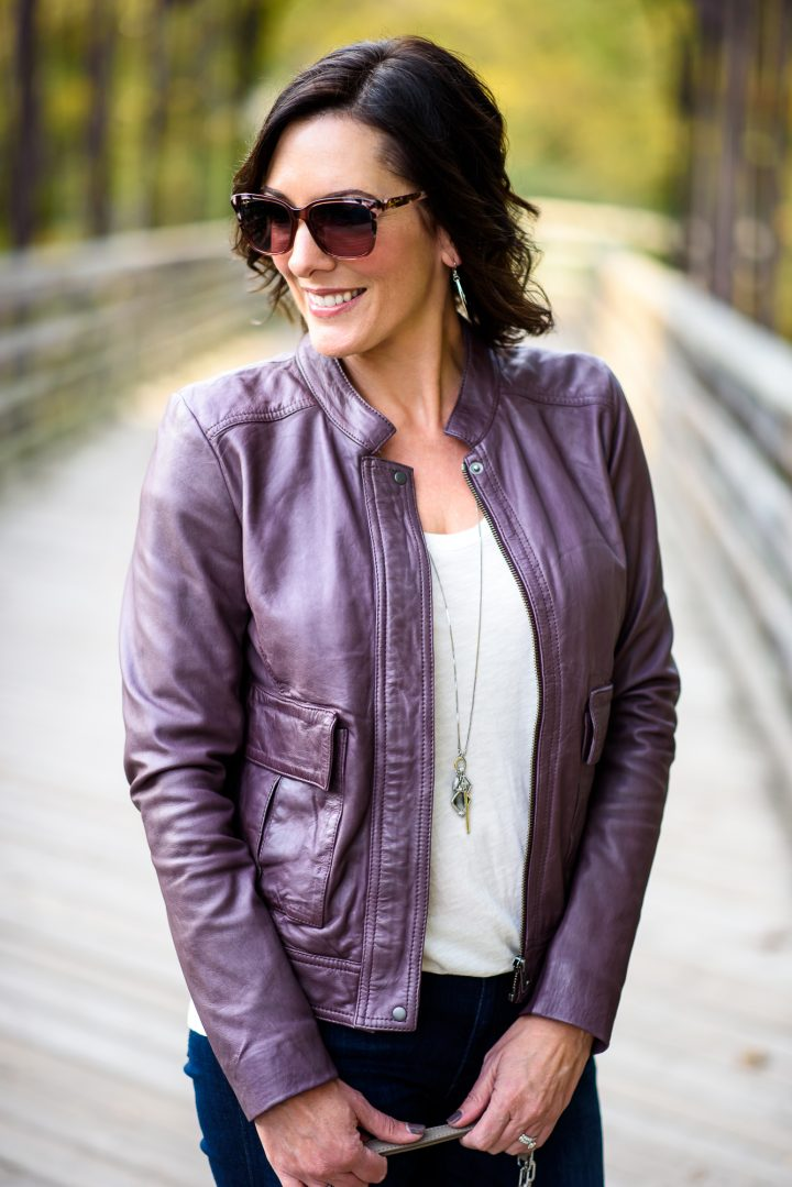 This classic fall leather jacket outfit can be a template for so many outfit variations -- plum leather jacket with beige tee, skinny jeans, and booties!