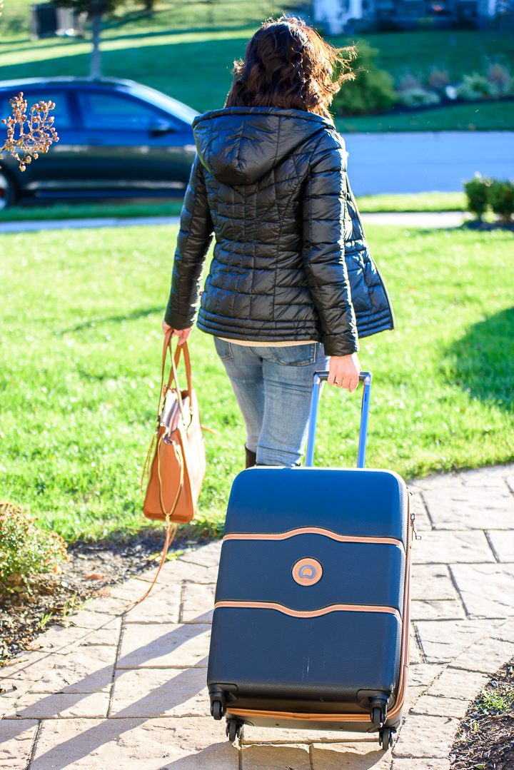 Holiday Travel Tips and the Perfect Winter Travel Outfit